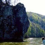 Steile Uferfelsen in der Weltenburger Enge