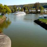 Schiffswende auf der Donau beim Bootsanleger Kehlheim