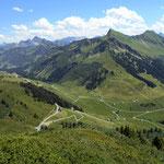 Furkajochstraße Richtung Oberdamuels, Glatthorn und Tuertschhorn vom Portlaklopf