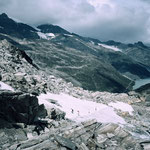 Der Aufstieg fuehrte teilweise noch über mittelsteile Schneefelder mit der Stapfenspur.