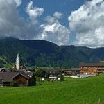 Blick zum Ortskern in Bezau