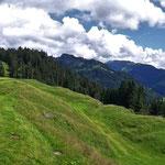 Panoramaaufnahme von der Terrasse des Berghauses Sonderdacht