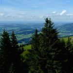 Blick von der Aussichtsterrasse der Bergstation über den Vorderen Bregenzerwald