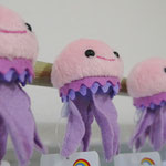 クラゲのマグネットです。約幅4.5×高さ7.5×奥行4cm 税込¥495
