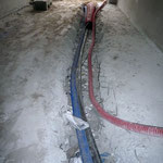 Coupure des armatures pour faire passer des gainages et des tuyaux oubliés