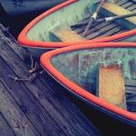 寄り添うボート