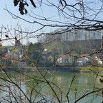 Am Rhein gegenüber in Wallbach (CH) © Hartmut Hermanns