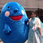 故郷名古屋を流れる堀川にて。フラワーフェスティバルに出演し、終演後ゆるキャラのホリゴンと♪
