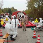 Warten auf die erlösende Dekontamination bei der Landesstrahlansschutzübung