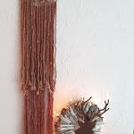 Hellbrauner Traumfänger herbstlich kombiniert mit Lichterkette - rostigem Hirschkopf - Kastanien.