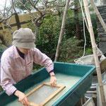 紙漉きは、中国最古の竹紙製法と同じです。