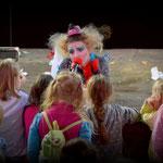 """""""Мина и Поль"""" на """"ClownFest"""" в Сокольниках . Мина (Анастасия Сова-Егорова) с песней """"Кокаинетка"""" Вертинского"""