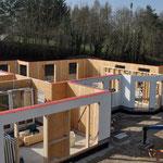 in wenigen Stunden ist der Grundriss des Hauses sichtbar und die Außenwände stehen