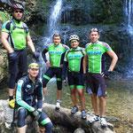 Samstag - wunderschöner Wasserfall mit der Tourengruppe