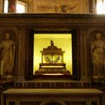 Basilica di San Pietro in Vincoli:聖ペテロが繋がれていたという鎖