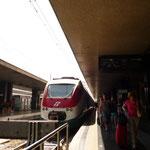 Stazione di Roma Termini(テルミニ駅)到着。Leonard express冷房つけてくれなくて暑かった。。。本当に暑かった。。。