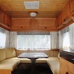 """Wohnwagen """"Grande"""" Sitzecke, die als Bett umgebaut werden kann"""