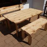 Rustikale Holz-Gartenmöbel