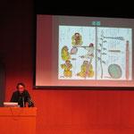 まずは、千葉伸彦さんからさまざまな角度からアイヌの音楽について説明していただきました。