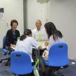 左:山本まり子先生、右:坂﨑紀先生(以上、音楽指導コース)