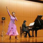 吉岡小鼓音先生の歌唱、鳥井俊之先生のピアノによるミュージカルナンバー