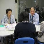 左:村井満恵先生(音楽療法コース)、右:音楽総合学科長 原沢康明先生(音楽療法コース)