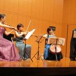 坂本真理先生(ヴァイオリン)、安藤裕子先生(ヴィオラ)、植草ひろみ先生(チェロ)、大西雄二先生(コントラバス)