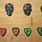 Räucherstäbchenhalter Totenköpfe und Herzen veschieden dekoriert
