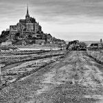 Travaux pour le rétablissement du caractère maritime du Mont saint Michel février 2012