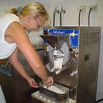 Aufwändig von Hand hergestellt und daher ein reiner Gaumenschmaus - das selbstgemachte Eis.