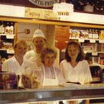 In der Wendezeit glich der Laden mehr einem Gemischtwarenladen als einer Bäckerei. Westliche Produkte wurden neu probiert und gern gekauft.