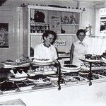 Alle Backwaren mussten über viele Treppen in den Laden gebracht werden, in dem Frau Franziska und Tochter Edith diese verkauften.