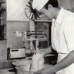 Sohn Hans-Jörg absolvierte bei seinem Vater eine Konditorlehre, 1972 legte er daraufhin seinen Meisterbrief ab.