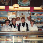 In der Zwischenzeit hatte sich auch das Team der Bäckerei • Konditorei Schmiedl und des Café Viennas vergrößert.