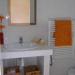 La Grange - Chambre 2, salle d'eau privative (suite)