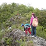 岩場や急な斜面が多いです。軍手をお忘れなく!