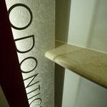 銘板と飾り棚の取合い。