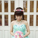 手作りの花冠とラウンドブーケの花嫁さま
