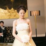 手作りのメリアブーケを持つ花嫁様