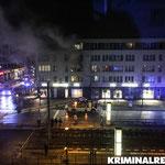 Rauch dringt aus dem Haus.|Foto: Kriminalreport