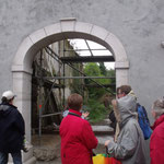 Le portail restauré récemment par Cédric Aguilar, artisan tailleur de pierre