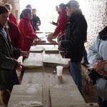 Les participants près à démarrer leur inititation à la taille d'un bas-relief
