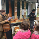 Daniel Ruiz, artisan de l'OMB, présente la xylothèque pyénéenne