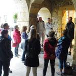 Accueil sous la porte Saint Antoine à Navarrenx, lieu où se situe l'Atelier Biscuicui
