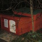 Futterstelle getrennt mit Schlafhütte