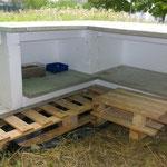 ... und die neue Futterstelle isoliert und gegen die Wetterrichtung aufgebaut.