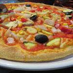 und mit ofenfrischer Pizza, die auch ohne Käse köstlich schmeckt!