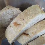 Oft von Form und Farbe her für Brot gehalten, hier der Kuchen für alle, die nicht genug von Kokos bekommen können - der Kokoskuchen!