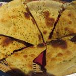 Zwischendurch gemeinsam Pizzabrot vertilgen, um festzustellen: