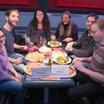 """Die ganze Saarland-Studentenschaft ist schon in die Weihnachtsferien """"hemm"""" gefahren. Die ganze? Nein, ein kleiner Trupp Spielefreudiger findet sich im Canossa zusammen."""